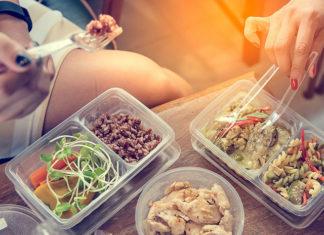 5 pomysłów na ciepły posiłek do pracy, który można podgrzać w pojemniku do mikrofali