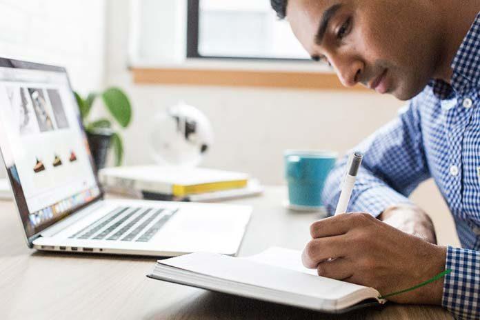 Szkolenia pracowników – możliwości, jakie daje internet