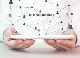 Czy outsourcing kadr i płac jest opłacalny